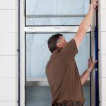 Fenstermontage mit JUSTA® BA - Ansetzen des ratschenden Maulschlüssels