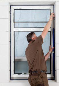 Fenstermontage mit JUSTA® absturzsicher